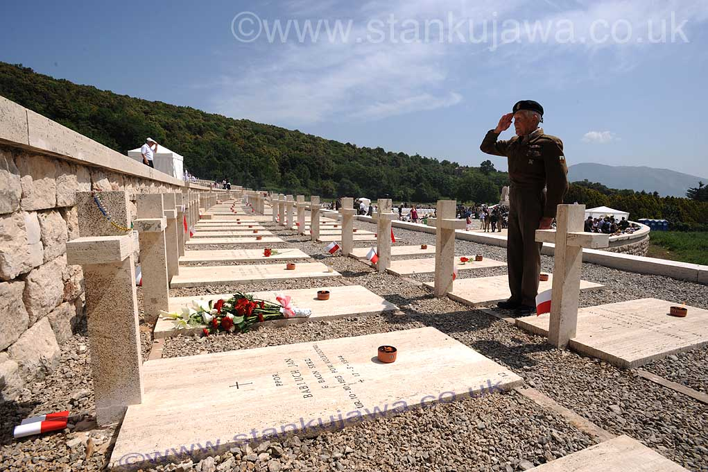 18.5.09.   Monte Cassino, Polish Cemetery. A Polish veteran salutes the grave of a fallen comrade during the 65th Anniversary of the Battle for Monte Cassino,